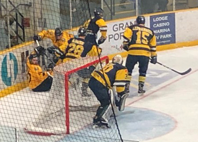 Waterloo Warriors vs lakehead Thunderwolves  Lake Superior News
